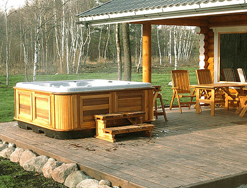 arctic-spas-hot-tub-on-open-patio1